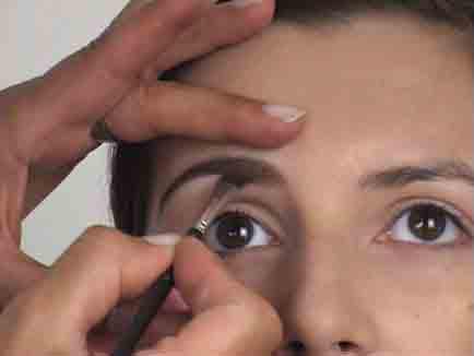 Goldeneye - Augenbrauen zupfen