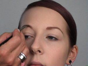 Elfenlook-Augenbrauen-nachziehen