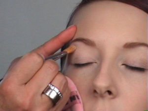 Elfenlook-Oberes-Augenlid-grundieren