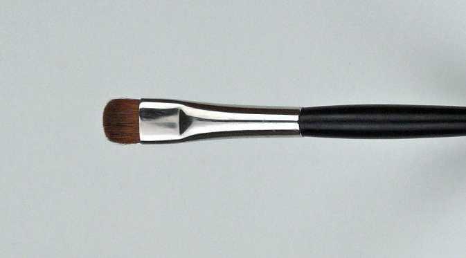 Pinsel – Lidschattenpinsel mit dunklen Haaren