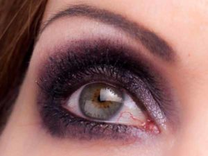 Smokey Eyes Augen Make Up - Kajalstrich