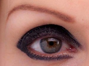 Smokey Eyes für jeden Anlass - Lidschatten unten