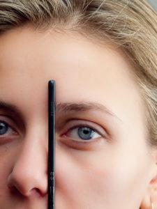 Anfang der Augenbrauen