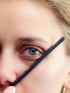 Ende der Augenbrauen