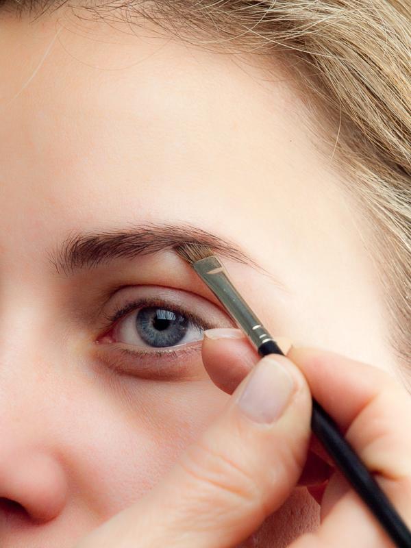Augenbrauen Formen Perfekt Schminken In 3 Einfachen Schritten