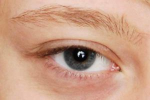 Blaues Smokey Eyes - Vorher