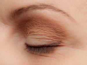 Schlupflider schminken - Wimpernrand betonen