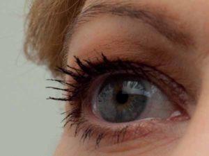 Schlupflider schminken - Wimpern