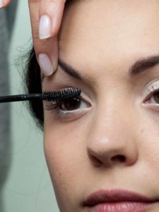 Sommer Make up Wimpern tuschen 1