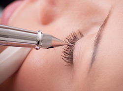Permanent Make up Wimpernrand verdichten