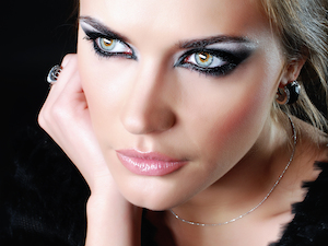 Katzenhaftiges Smokey Eyes Augen Make up