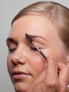 Augenbrauen bürsten 1