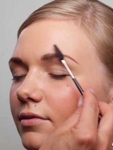 Augenbrauen bürsten 2
