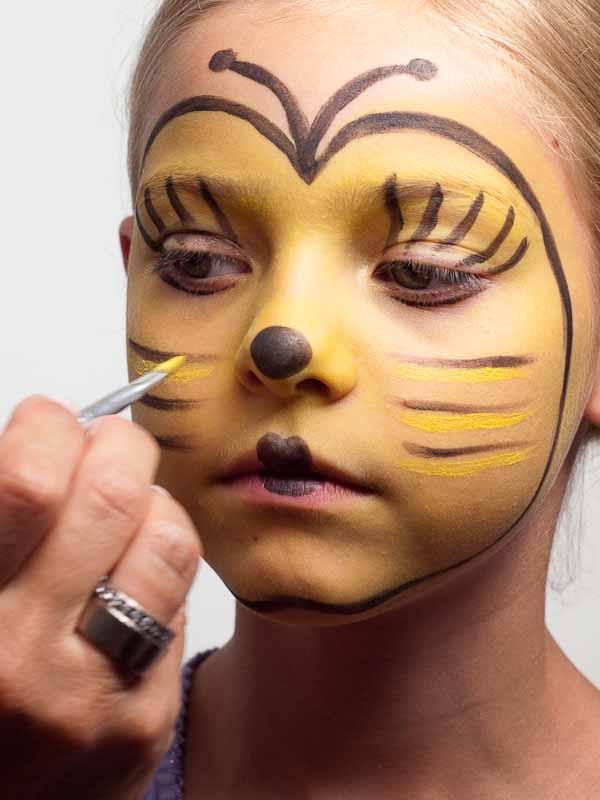 Kinderschminken Biene – Schminkanleitung