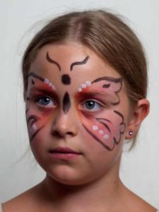 Schmetterlingskopf und -körper aufmalen 2