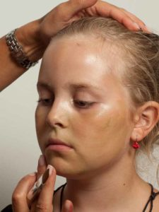 Kinderschminken Hexe - Grundierung schminken 2