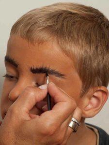 Kinderschminken Cowboy - Augenbrauen schminken