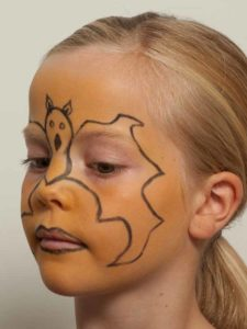 Kinderschminken Fledermaus oder Batmann - Vorzeichnen 2
