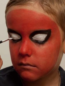 Spiderman schminken - Augen schminken 2