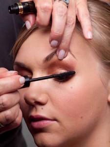 Augen richtig schminken – Wimpern tuschen
