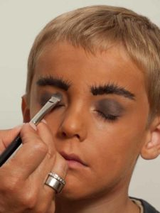 Kinderschminken Cowboy Augen schminken 1