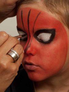 Spiderman schminken - Netz schminken 1