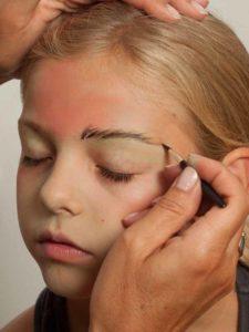 Spinnenfrau schminken - Augen schminken 1