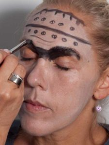 Frankenstein für Halloween schminken - Augenpartie 1