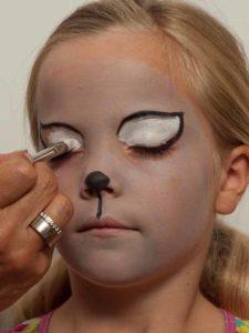 Kinderschminken Katze - Augen ausmalen