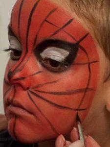 Spiderman schminken - Netz schminken 2