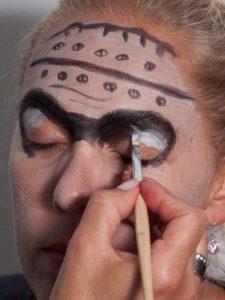 Frankenstein für Halloween schminken - Augenpartie 2