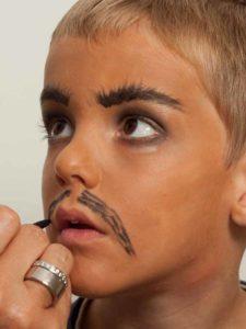Kinderschminken Cowboy - Schnurrbart schminken