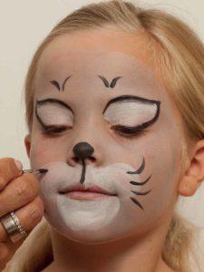 Kinderschminken Katze - Katzenbarthaare aufmalen 1