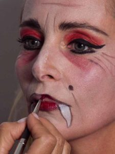 Vampir-Lady für Halloween schminken - Mund