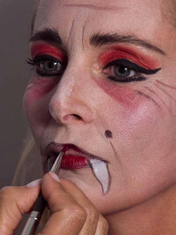 Vampir-Lady für Halloween schminken – Schminkanleitung