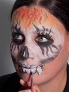Zombie für Halloween schminken - Zähne 2