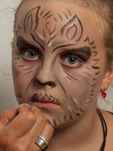 Werwolf schminken - Schnauze malen 1