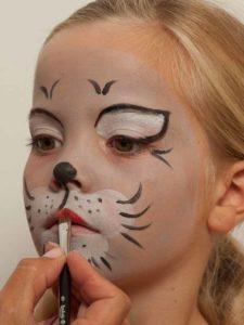 Kinderschminken Katze - Lippen schminken 1