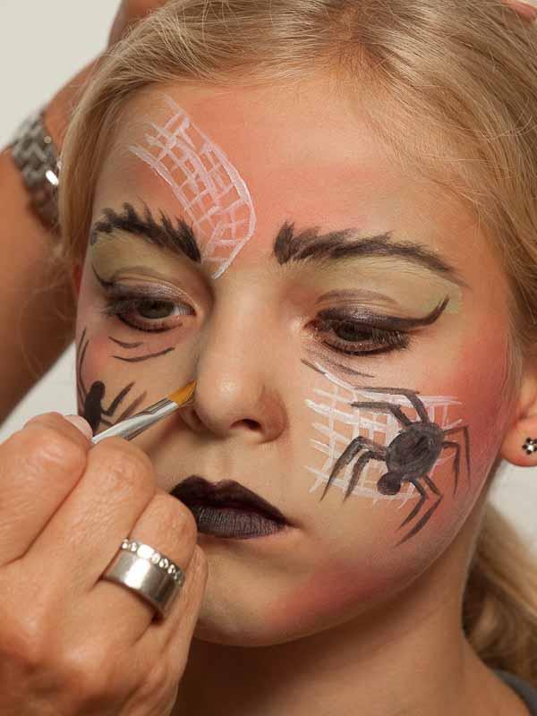 Spinnenfrau schminken – Schminkanleitung