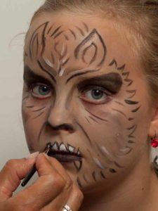 Werwolf schminken - Schnauze malen 2