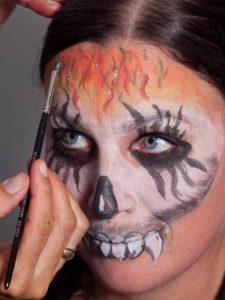 Zombie für Halloween schminken - Glitzer 1