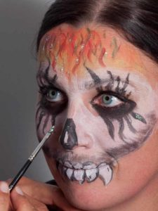 Zombie für Halloween schminken - Glitzer 2