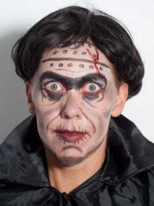 Frankenstein für Halloween schminken - Perücke und umhang 2