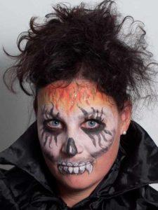 Zombie für Halloween schminken - Nachher