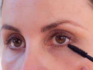 Große Augen schminken - Wimpern tuschen unten