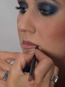 Smokey Eyes zu Weihnachten oder Silvester schminken – Lippen 1