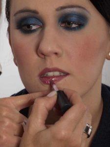 Smokey Eyes zu Weihnachten oder Silvester schminken – Lippen 2