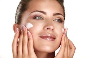 Beste Grundlage für offene Poren und Falten