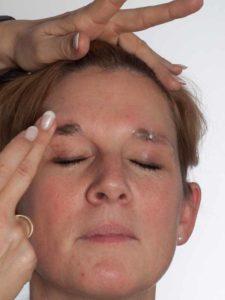 Katzenberger - schminken und Kostüm für Karneval selber machen - Augenbrauen abdecken 2