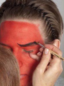 Teufel - klassische Variante in rot schminken Augenbrauen 1